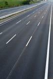 Opróżnia 8 pasów ruchu autostradę należną drogowe i bridżowe pracy Fotografia Stock
