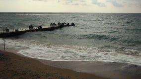 Opróżnia plażę, morze i falochron, zdjęcie wideo