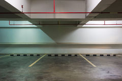 Opróżnia przestrzeń w parking obraz stock