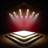 Opróżnia scenę iluminującą światłami reflektorów royalty ilustracja