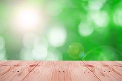 Opróżnia stół na Naturalnym zielonym ruch plamy abstrakcie Obrazy Stock