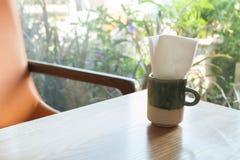 Opróżnia stół przed plamy sklep z kawą Obraz Royalty Free