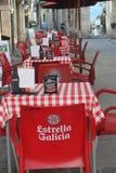 Opróżnia stoły na ulicie Obrazy Royalty Free