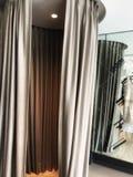 opróżnia trafnego pokój w odzież sklepie Zdjęcie Royalty Free