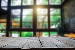 Opróżnia wierzchołek drewniane półki fotografia royalty free