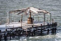 Opróżnia zamarzniętego molo przy Czarnym morzem Zdjęcie Stock