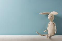 opracowane do domu żywy wewnętrznego styl retro pokoju Dzieciństwo niebieska tła Zabawkarski obsiadanie na leżance kosmos kopii Zdjęcie Stock