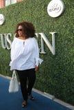 Oprah Winfrey assiste à la correspondance 2015 de tennis d'US Open entre Serena et Venus Williams Image stock