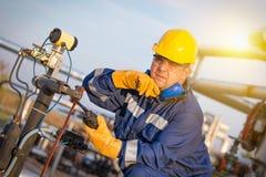 Opérateur du système dans la production de pétrole et de gaz Images libres de droits