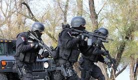 Opérateurs serbes de gendarmerie Photos stock