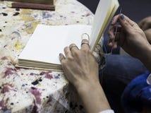 oprawiający strony wewnątrz dla handmade książki zdjęcie royalty free