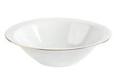 Opróżnia talerza z złocistym obręczem odizolowywającym ceramiczny pucharu biel Zdjęcia Royalty Free