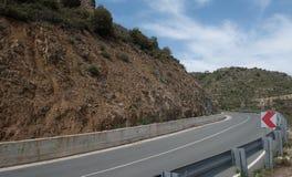 Opróżnia Wyginającą się halną asfaltową drogę Obrazy Stock