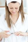 Opromieniona kobieta jest robi manicure'owi Fotografia Royalty Free
