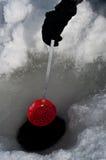 Opruiming een gat voor ijs visserij Royalty-vrije Stock Foto