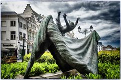 Opsinjoorke lali Latająca statua w Mechelen, Belgia Fotografia Stock