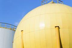 Opslagtanks van industriële oliemolen Stock Foto