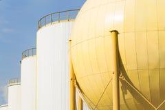 Opslagtanks van industriële oliemolen Royalty-vrije Stock Afbeeldingen