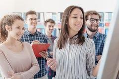 Opstarten en jonge commerciële teams stock fotografie