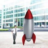 Opstarten van een nieuw bedrijf met beginnende raket Concept de bedrijfsgroei royalty-vrije stock foto's
