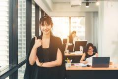 Opstarten van onderneming, vrouwenleider het nieuwe zelfverzekerde bedrijf stock foto's