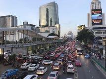 Opstopping op de weg in Bangkok Royalty-vrije Stock Afbeeldingen