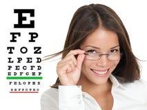 Optómetra o óptico con los vidrios eyewear Imagen de archivo