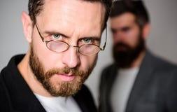 Optica en visieconcept Slimme blik Toebehoren voor slimme verschijning Het dragen van glazen kan werkelijk betekenen u slimmer be stock foto's