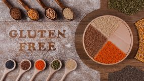 Opties van het gluten houden de vrije dieet - diverse zaden en korrels - motieanimatie tegen stock video