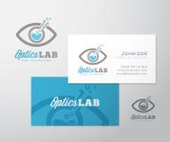 Optik-Laborzusammenfassungs-Vektor Logo Template und Visitenkarte-Plan Wissenschaftliche Flasche inkorporierte in Augen-Symbol be stock abbildung