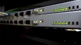 Optische commutator in Data Center Aanwijzing van verrichting van de netwerkapparatuur stock videobeelden