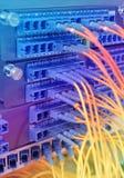 Optische netwerkkabels en servers Royalty-vrije Stock Afbeeldingen