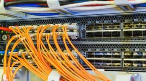 Optische schakelaar en colorfull FC-kabels Royalty-vrije Stock Fotografie