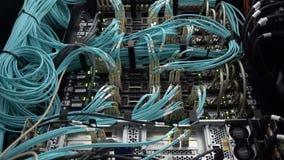 Optische server commutator Opvlammende lichten Optische vezel Scheidt computer in een rek bij groot DA stock videobeelden