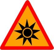 Optische Strahlung, die das rote dreieckige VorsichtVerkehrsschild lokalisiert auf weißem Hintergrund warnt Stockbilder