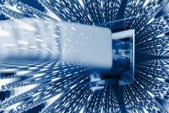 Optische vezelkabels die met een schakelaar worden verbonden stock foto