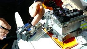 Optisk fusionskarvapparat för fiber close upp arkivfilmer
