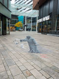 Optisk illusion för gatakonstvisning Arkivbild