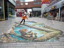 Optisk illusion för gatakonstvisning Royaltyfri Fotografi
