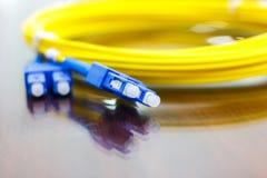 Optisk kabel för fiber för nätverkssystem Fotografering för Bildbyråer