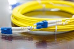 Optisk kabel för fiber för nätverkssystem Royaltyfri Fotografi