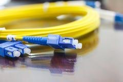 Optisk kabel för fiber för nätverkssystem Arkivfoto