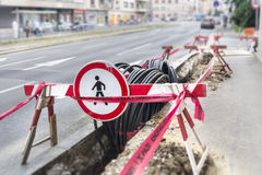 Optisk och elektrisk kabel royaltyfria bilder