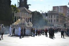 Optocht tijdens Heilige Week in Granada, Andalusia, Spanje, Hartstochtsweek vóór Pasen stock foto's