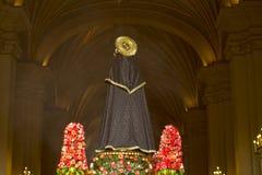 Optocht van geloof in Heilige Week in de straten van Lima stock foto