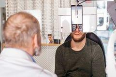 Optometric Prüfung lizenzfreies stockbild