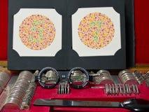 Optometrieobjektiv, Brillen und blinde Prüfung der Farbe Stockfoto