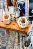 Optuigen op een varend schip Royalty-vrije Stock Foto's