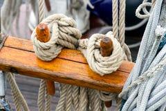 Optuigen op een varend schip Stock Afbeelding