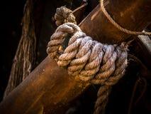 Optuigen van een lang schip in haven Stock Foto